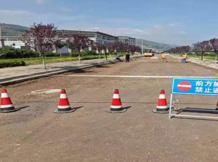 开源建筑公司对南区道路维修、铺油及供热管道支管预埋项目进行检查