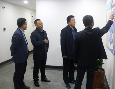 秦州农村合作银行行长郭国强来公司参观考察